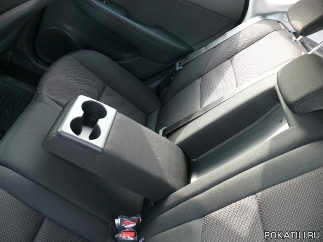 Подлокотник в заднее сиденье