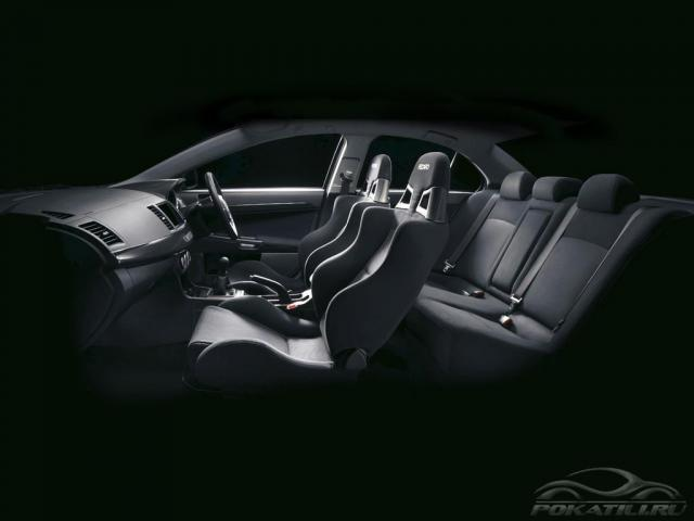 Mitsubishi Lancer EVO X спортивные сиденья RECARO