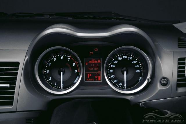 Mitsubishi Lancer EVO X приборная панель 300 km/h